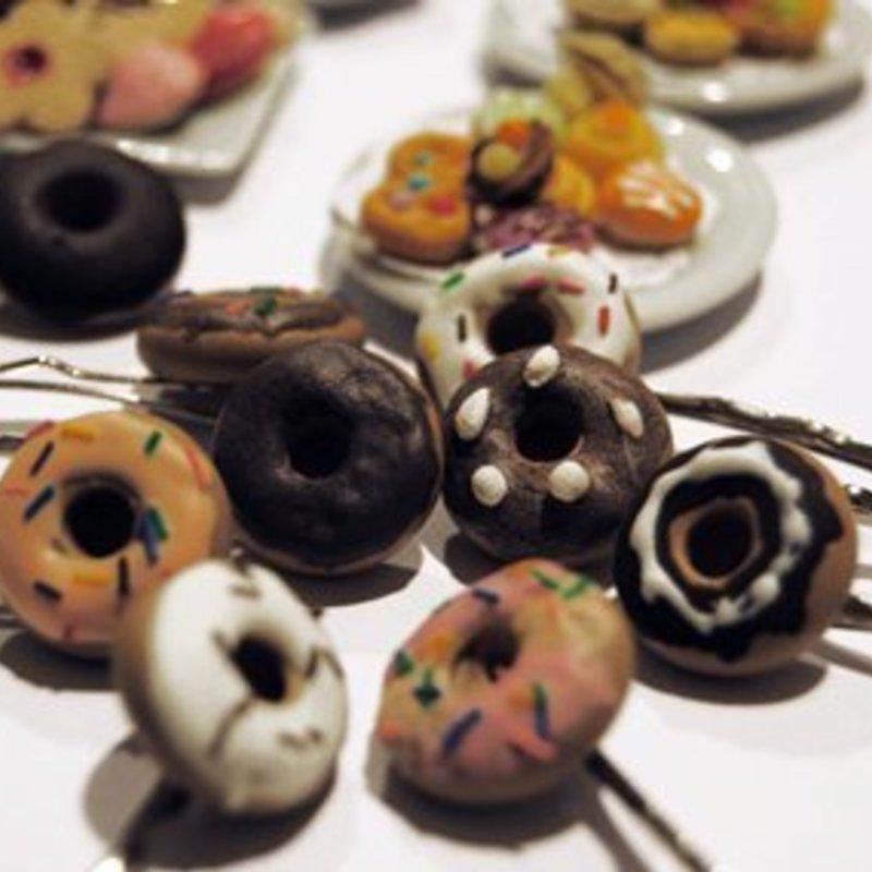 Taller de bisutería con miniaturas dulces photo 2 / 5