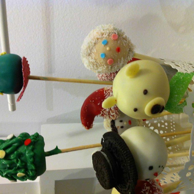 Taller de CAKE POPS: Joyas Navideñas photo 9 / 10